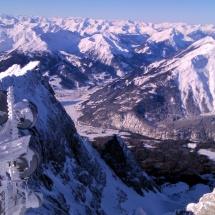 Blick von der Zugspitze auf Farchant